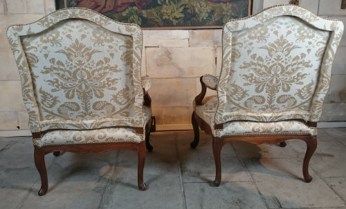 A pair of Regence walnut- armchairs, Early 18th Century - French Regence