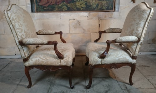 French Regence - A pair of Regence walnut- armchairs, Early 18th Century