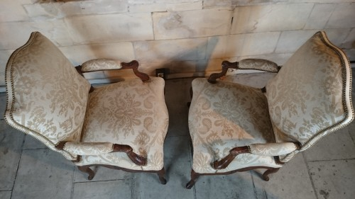 Antiquités - A pair of Regence walnut- armchairs, Early 18th Century
