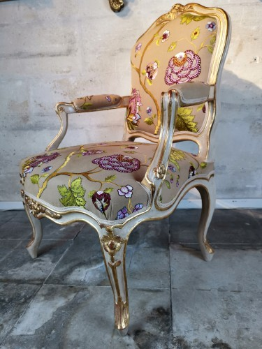 A Louis XV pair of armchairs, Attributed Gourdin -