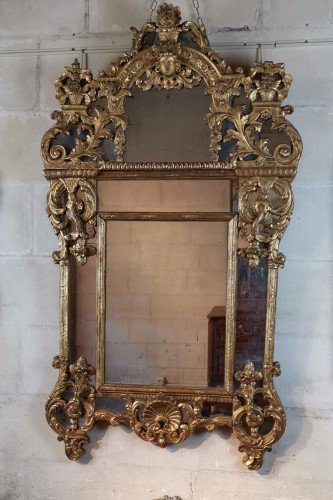 A giltwood mirror circa 1700-1720 - Mirrors, Trumeau Style French Regence
