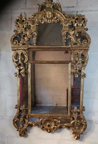 Mirrors, Trumeau  - A giltwood mirror circa 1700-1720