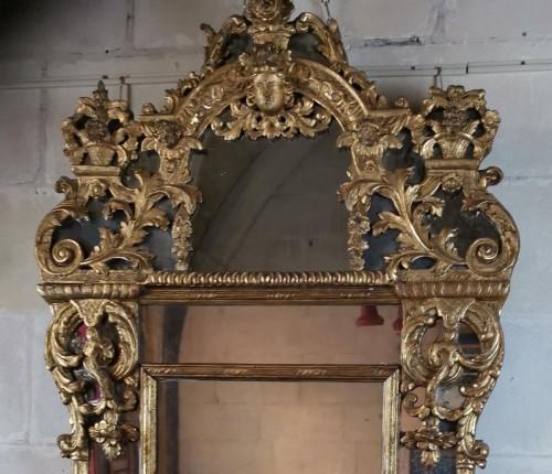 French Regence - A giltwood mirror circa 1700-1720