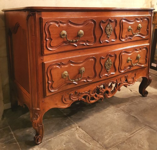 A solid walnut Provençal commode mid 18th century, circa 1740 - Furniture Style Louis XV
