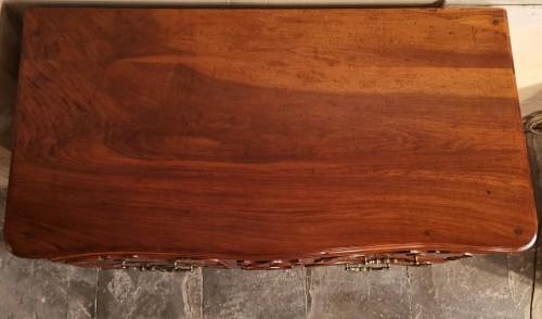 Furniture  - A solid walnut Provençal commode mid 18th century, circa 1740