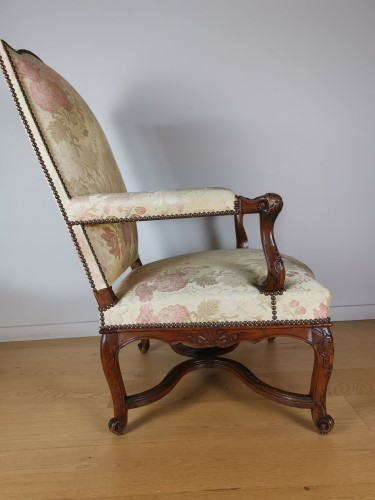 A Régence walnut armchair, early 18th century, circa 1715 - Seating Style French Regence