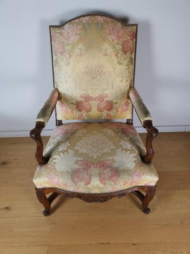 French Regence - A Régence walnut armchair, early 18th century, circa 1715
