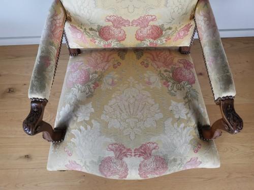Antiquités - A Régence walnut armchair, early 18th century, circa 1715