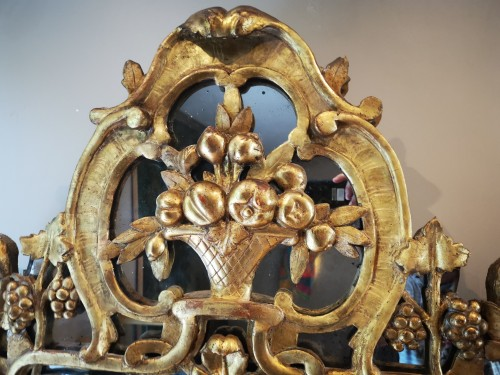 A Louis XV giltwood mirror from Provence - Mirrors, Trumeau Style Louis XV