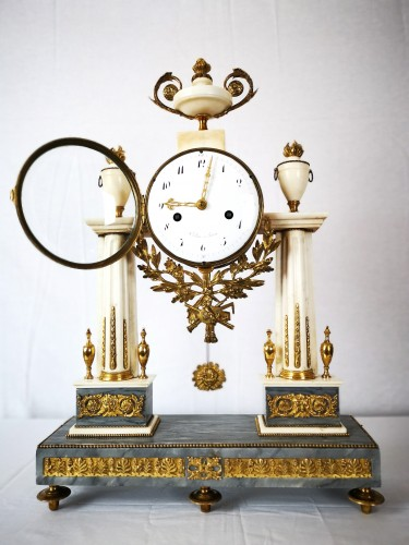A Louis XVI portico marble and gilt-bronze mantel clock. - Horology Style Louis XVI