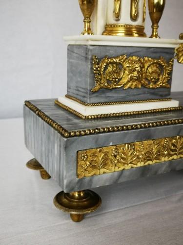 Antiquités - A Louis XVI portico marble and gilt-bronze mantel clock.