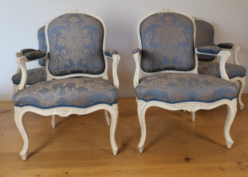 A set of four Louis XV painted armchairs by Louis-Michel Lefèvre 18th cent. - Seating Style Louis XV