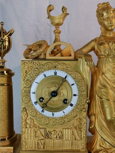Antiquités - A Empire ormolu Clock - Scientific Objects. Early 19th Circa 1805