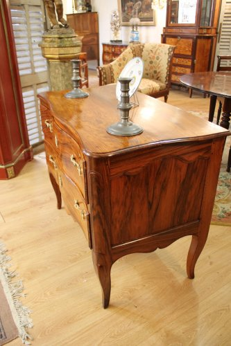A Louis XV Commode sauteuse in walnut - Furniture Style Louis XV
