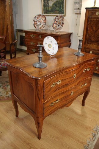 Furniture  - A Louis XV Commode sauteuse in walnut