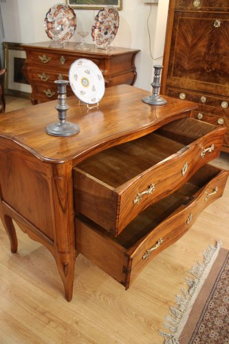 A Louis XV Commode sauteuse in walnut -