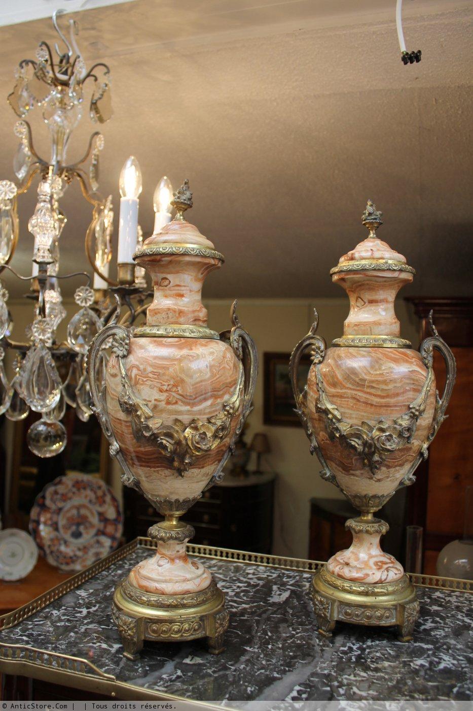 paire de vases couverts en marbre xixe si cle. Black Bedroom Furniture Sets. Home Design Ideas