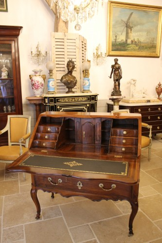 French Louis XV Provencal slope desk in walnut - Furniture Style Louis XV