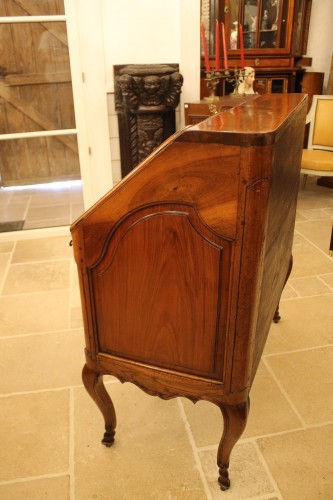 18th century - French Louis XV Provencal slope desk in walnut