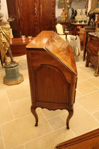 French Louis XV Provencal slope desk in walnut - Louis XV