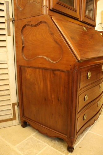 Louis XV - Chest of drawers and bookcase in solid mahogany, made in Nantes in the 18th century.