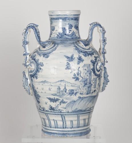Series of three earthenware vases - Savona circa 1700 - Porcelain & Faience Style