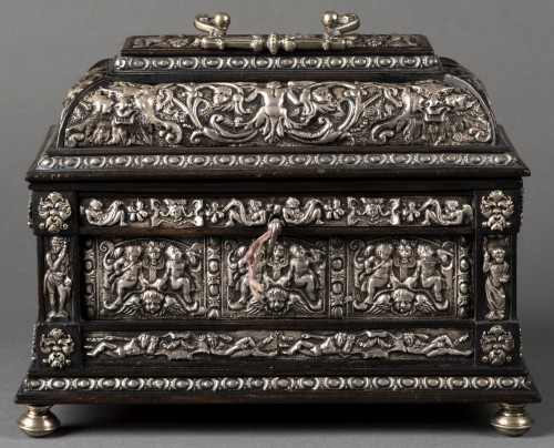 Box in blackened wood and silver metal with Renaissance decor - Curiosities Style