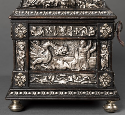 Curiosities  - Box in blackened wood and silver metal with Renaissance decor
