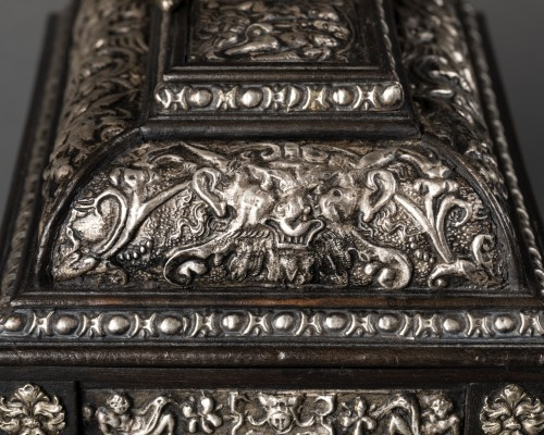 19th century - Box in blackened wood and silver metal with Renaissance decor
