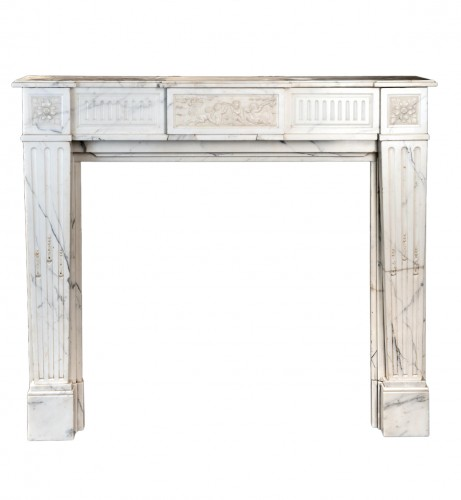 Belle Époque white Carrara marble fireplace