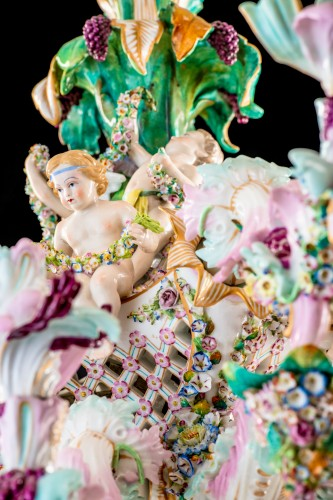 Exceptional Meissen porcelain chandelier with cherubs made in the 19th c. -