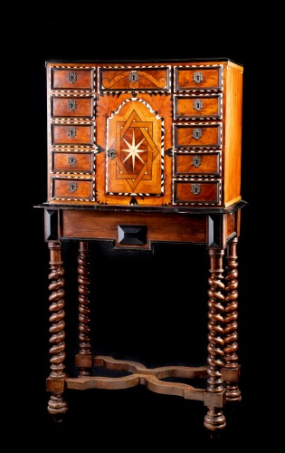 17th century cabinet in marquetry - Furniture Style