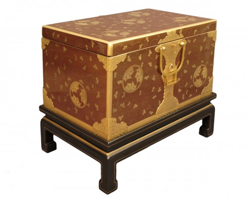 Japanese style lacquer chest, aventurine background and môn decoration