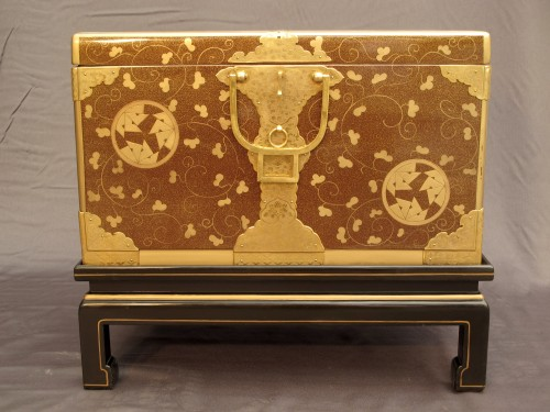 Asian Art & Antiques  - Japanese style lacquer chest, aventurine background and môn decoration