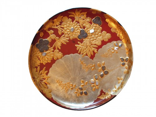 Japanese lacquer plate in the style of the Korin school