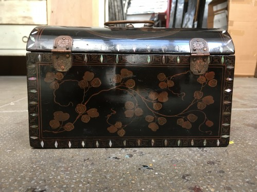 "Japanese lacquer box with ""transition"" decoration, 17th century -"
