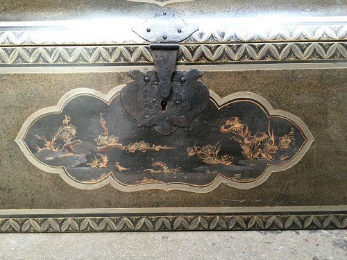 "Japanese lacquered large chest with ""transition"" decoration, 17th century -"