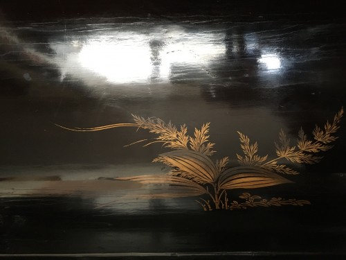 "Antiquités - Japanese lacquered large chest with ""transition"" decoration, 17th century"