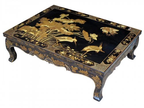 Coffee table in black and gold lacquer, China late 18th century