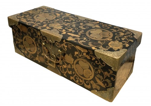 Japanese lacquer chest from the Tokugawa family