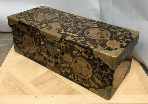 Japanese lacquer chest from the Tokugawa family - Asian Art & Antiques Style