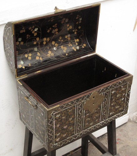 Namban style Japanese lacquer chest, 16th century - Asian Art & Antiques Style