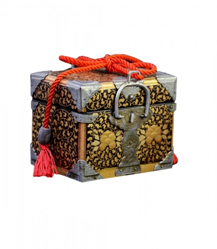 Miniature chest intended for the dolls party