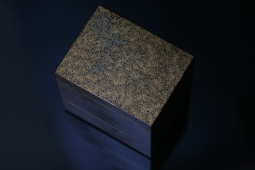 Asian Works of Art  - Three-cases kogo in gold lacquer