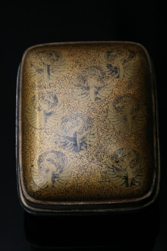Incense kobako decorated with môn and cranes - Asian Works of Art Style