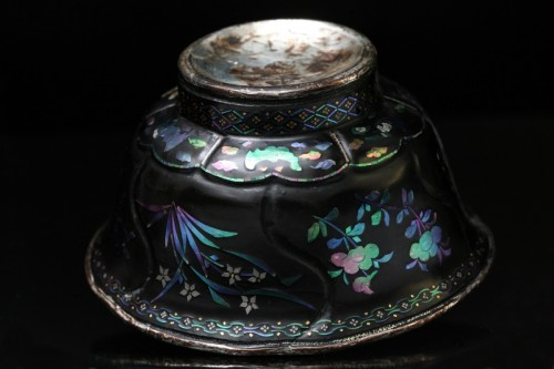 Lacquer Cup inlaid with mother-of-pearl - Asian Works of Art Style