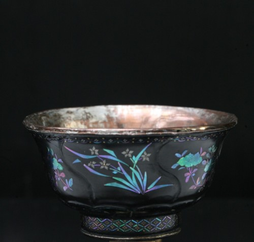 Lacquer Cup inlaid with mother-of-pearl -