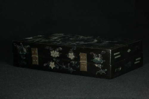 Chinese lacquer box and decoration of mother-of-pearl - Asian Works of Art Style