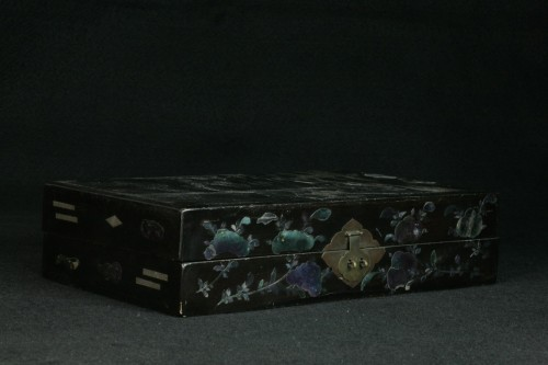 - Chinese lacquer box and decoration of mother-of-pearl