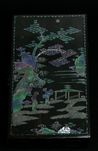 Antiquités - Chinese lacquer box and decoration of mother-of-pearl